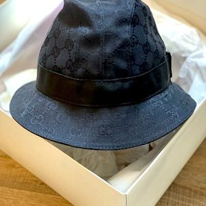 Gucci bucket hat - authentic